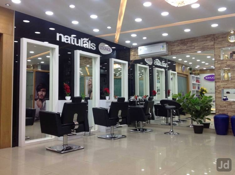 Naturals Lounge